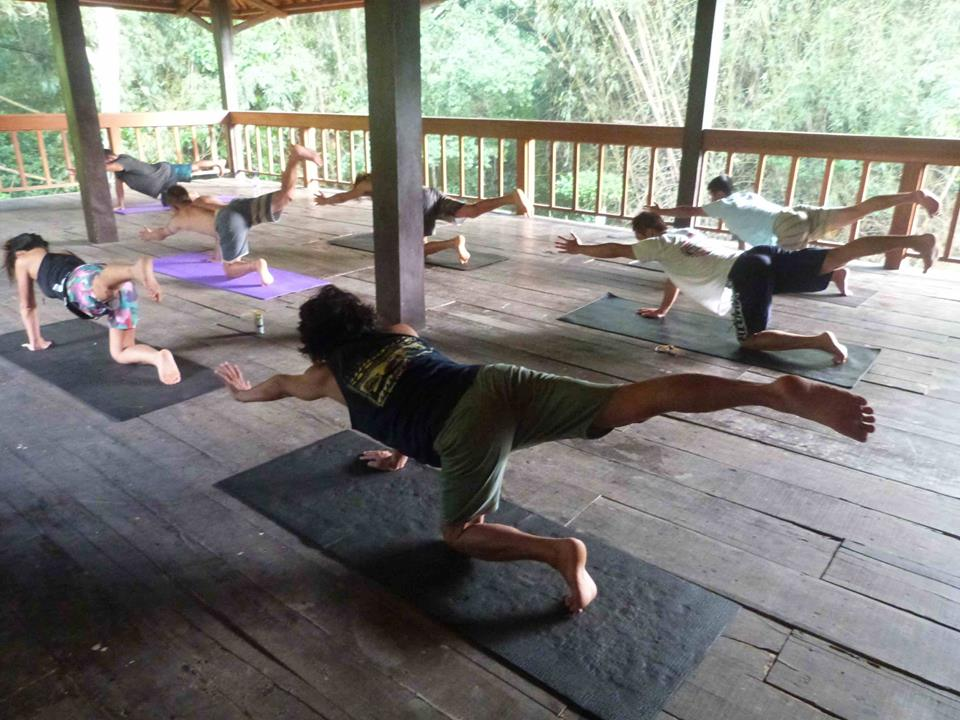 Surf Camp Indonesia G-Land Joyos - Yoga Class 002